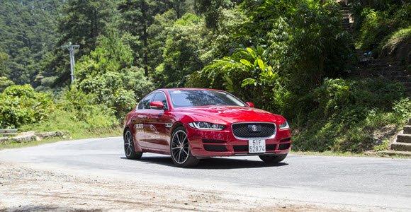 Jaguar XE 2016 On Road